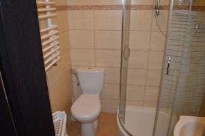Pokój 4 - osobowy z łazienką