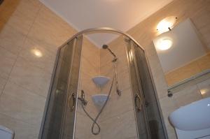Pokój 5 - osobowy z łazienką i balkonem